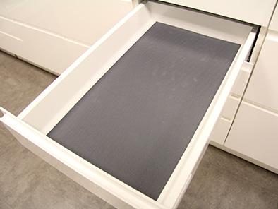 Glidskyddsmatta – Antracitgrå gummerad matta som läggs i botten på lådan
